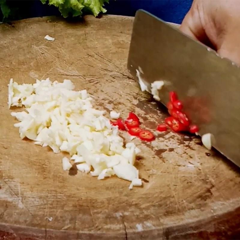 Bước 1 Sơ chế nguyên liệu Khô cá lóc sốt bơ tỏi
