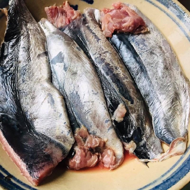 Bước 1 Sơ chế nguyên liệu Cá lồ ồ nướng sả ớt