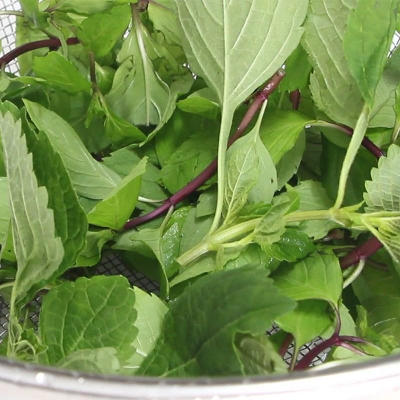 Bước 2 Sơ chế rau thơm và rang đậu Gỏi (nộm) dọc mùng