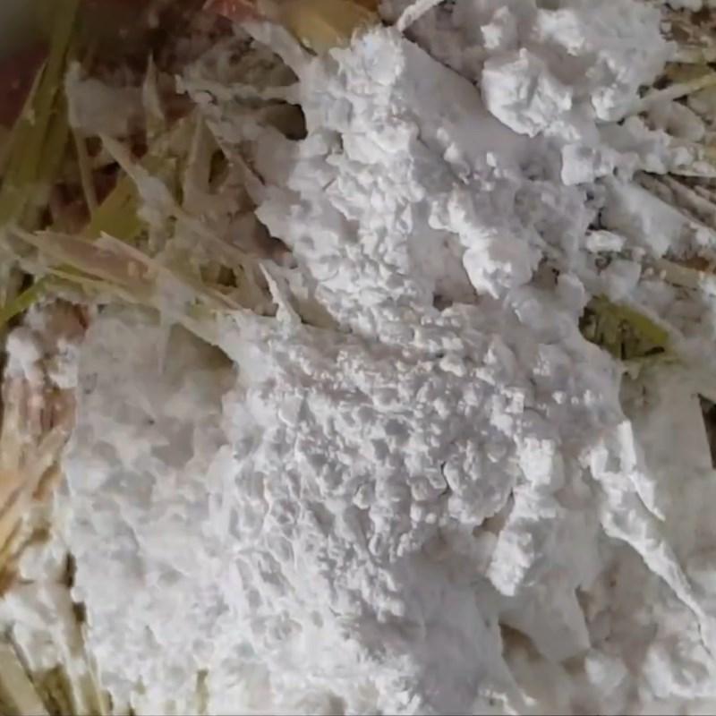 Bước 3 Sơ chế và chiên sả Tôm ủ muối