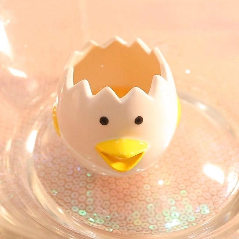 Bước 3 Tách trứng và lấy lòng trắng Milo bọt biển