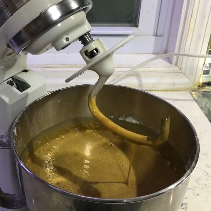 Bước 2 Trộn bột Bánh bò nướng cà phê