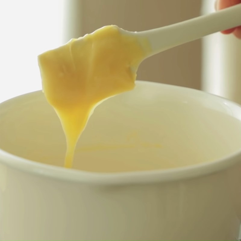 Bước 3 Trộn bột bánh su Bánh su kem phô mai vỏ giòn