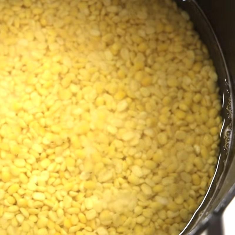 Bước 4 Nấu chín đậu xanh Bánh ú trứng muối nhân mặn thập cẩm