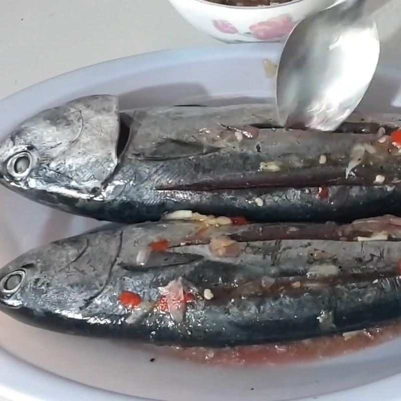 Bước 2 Ướp cá Cá ồ nướng muối ớt