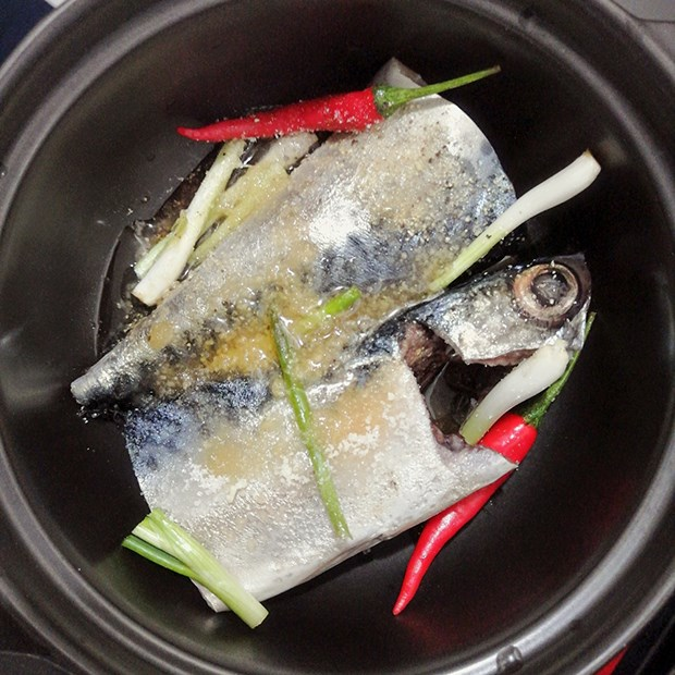 Bước 2 Ướp cá Cá thu Nhật kho hành ớt