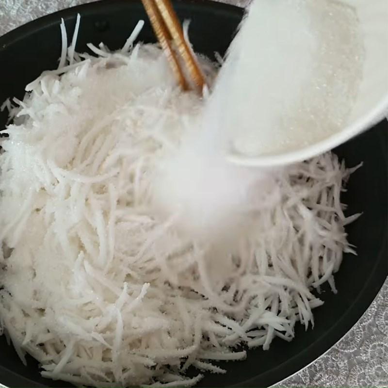 Bước 2 Ướp đường và xào nhân dừa Bánh in cốt dừa nhân dừa