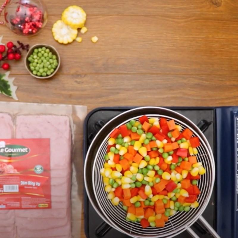 Bước 2 Áp chảo dăm bông và luộc củ quả Súp khoai lang rau củ