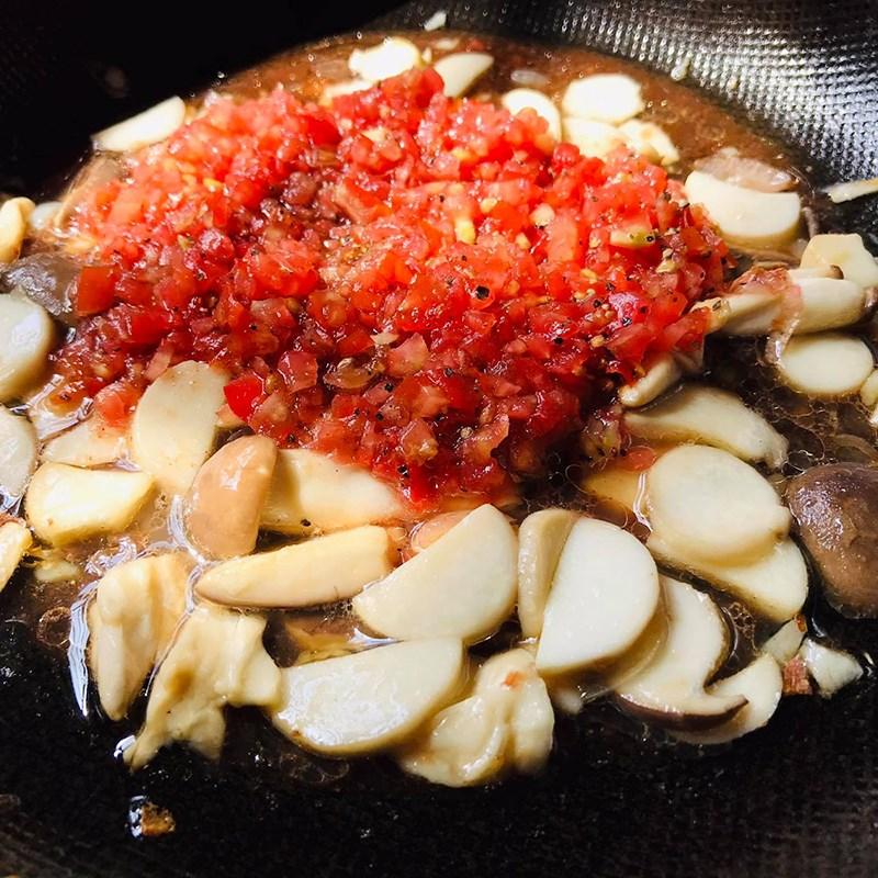 Bước 3 Xào hỗn hợp Nui xào cà chua chay