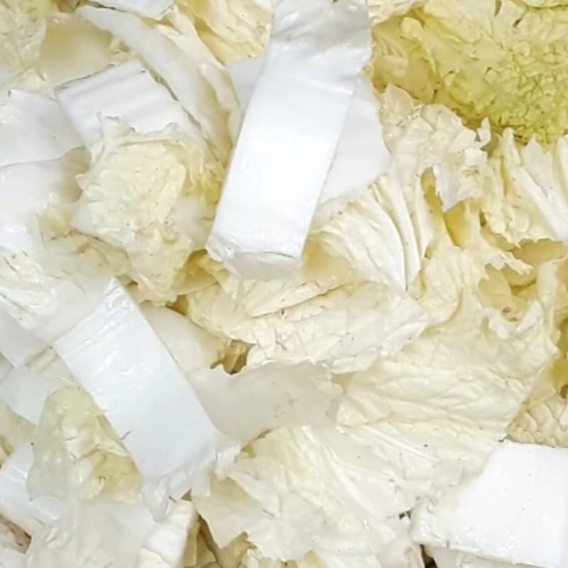 Bước 3 Xào cải thảo với nấm Cải thảo xào nấm đùi gà