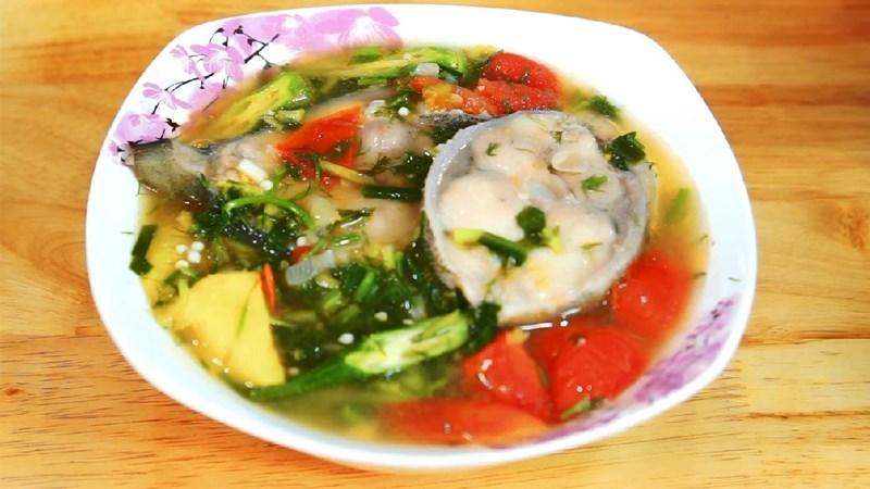 Canh chua cá bớp nấu dứa