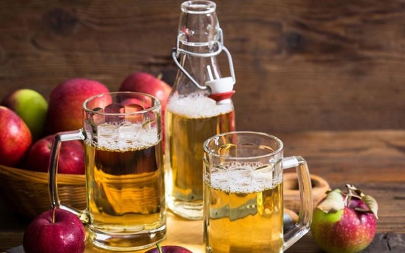 Sử dụng bia để ngâm táo