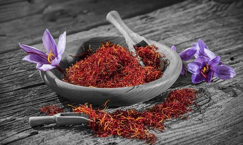 Nhụy hoa nghệ tây saffron giá bao nhiêu, mua ở đâu?