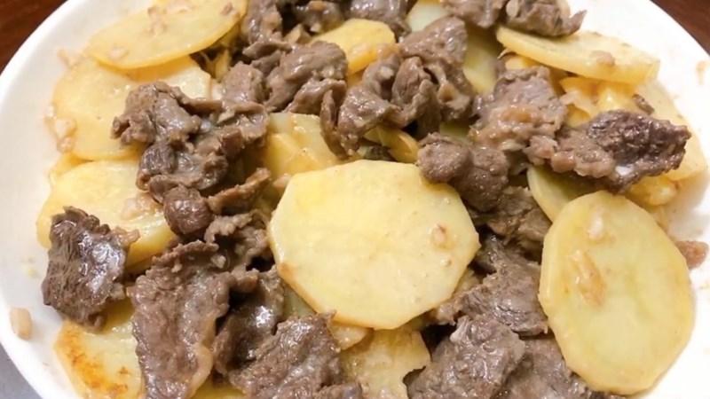 Thịt trâu xào khoai tây