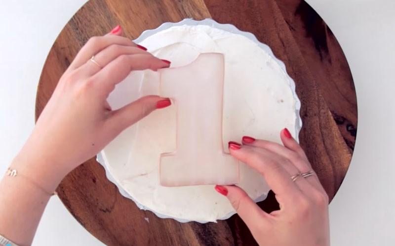 Đặt khuôn cho bánh