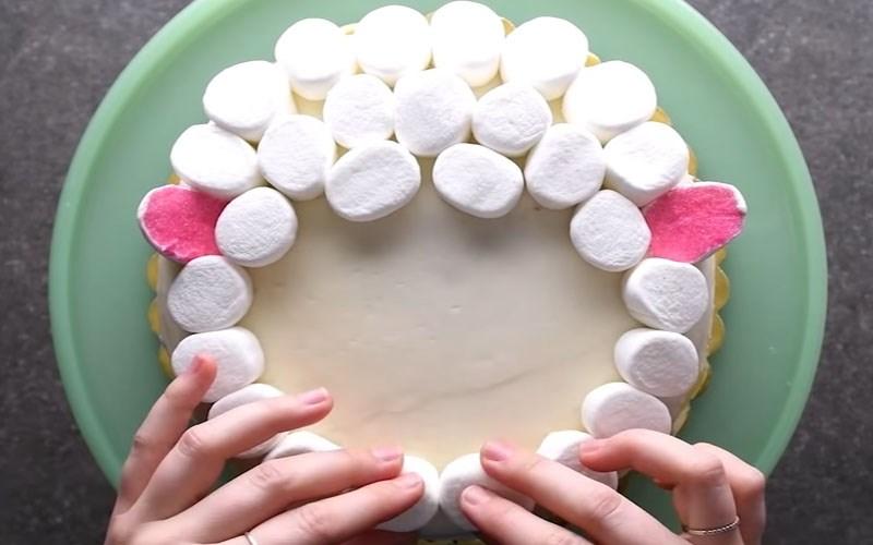 Tạo hình bánh kem bằng kẹo marshmallow
