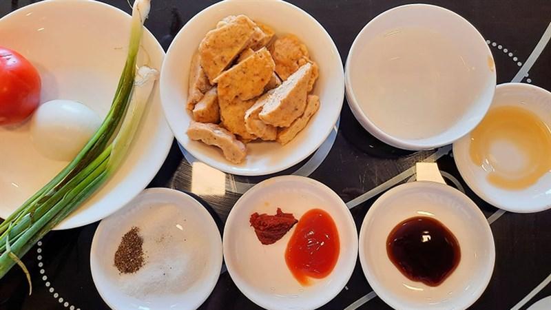 Nguyên liệu món ăn chả tôm cá chiên, chả tôm cá sốt cà chua