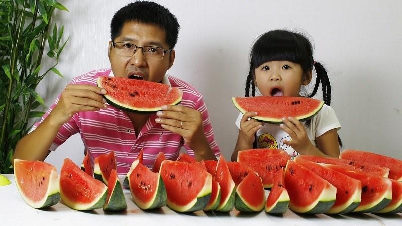 Không nên ăn dưa hấu quá nhiều