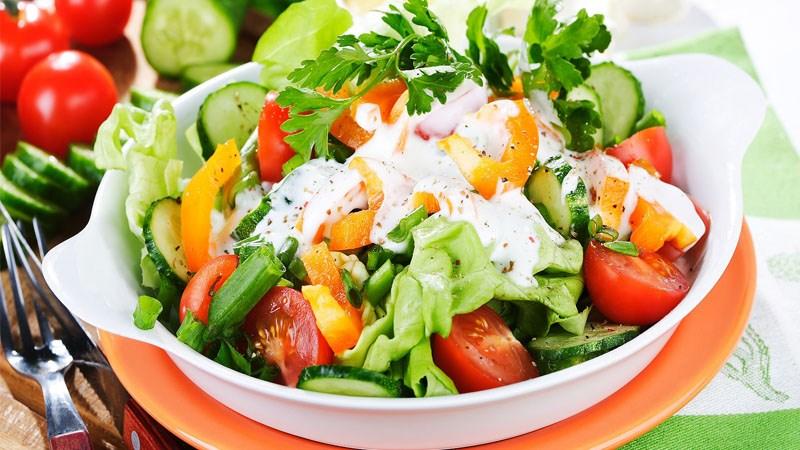 Sử dụng thức ăn kèm với rau