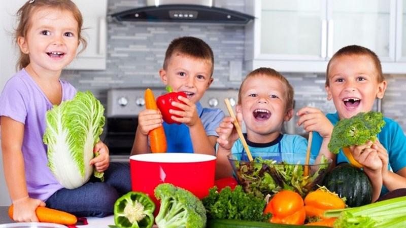 Nấu ăn cùng với con trẻ