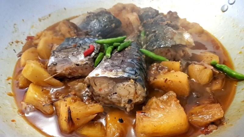 Cá saba kho thơm (dứa)