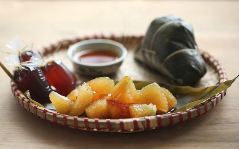 Bánh tro (bánh gio) chấm mật