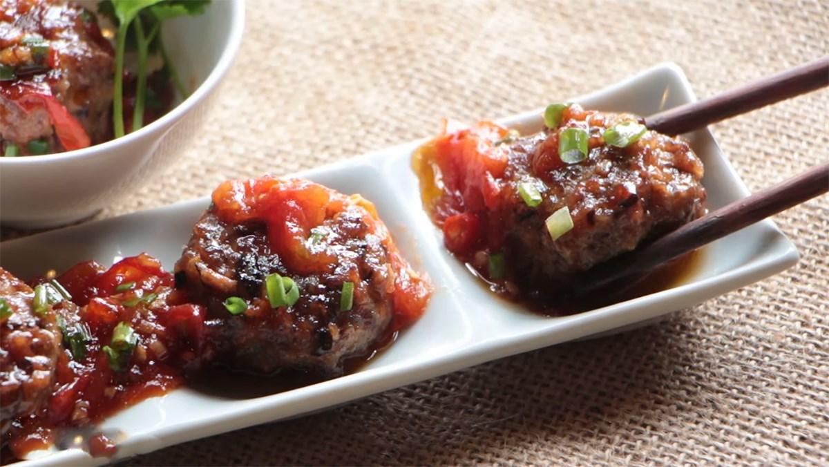 Bò bằm viên phô mai sốt cà chua