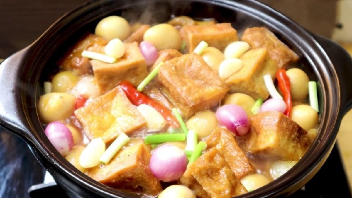 Trứng cút kho đậu hũ
