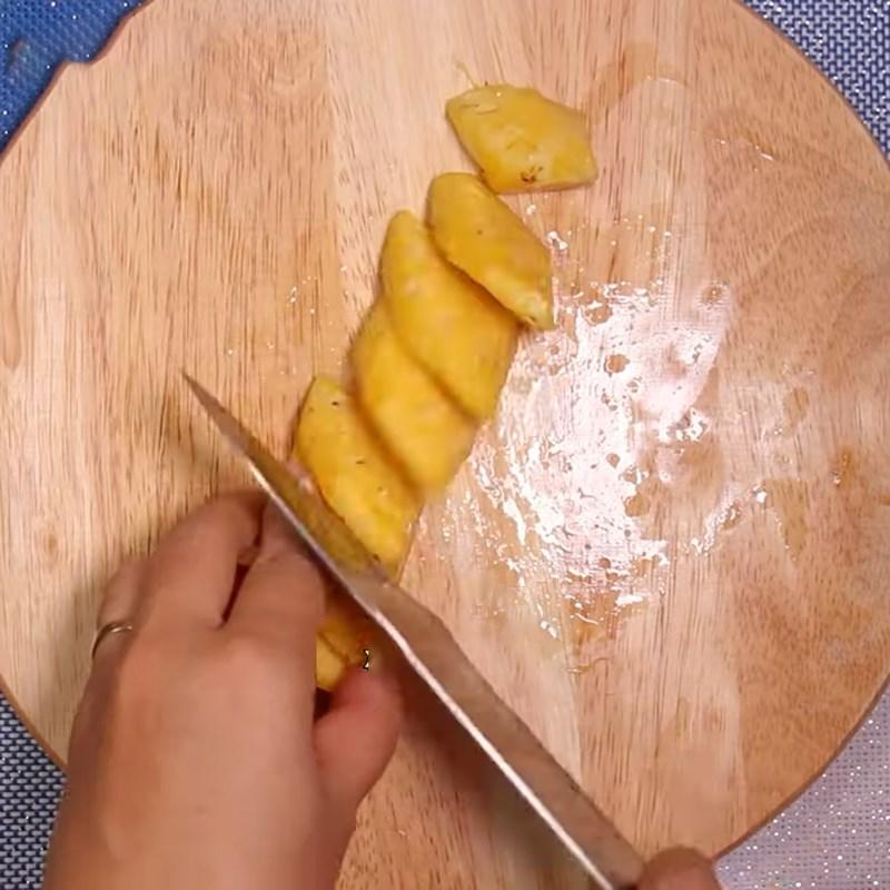 Bước 2 Sơ chế các nguyên liệu khác Sò lông xào chua ngọt
