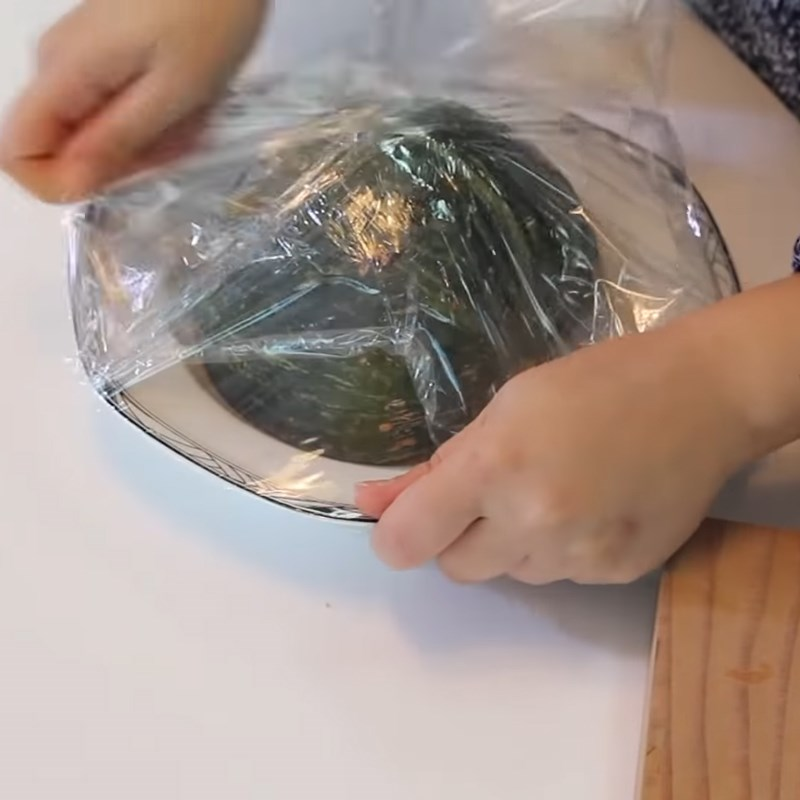 Bước 1 Sơ chế nguyên liệu Sinh tố bí đỏ táo chuối