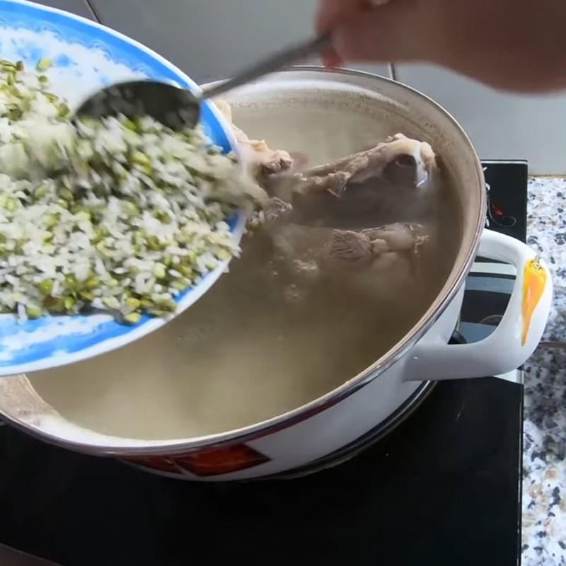 Bước 5 Nấu cháo Cháo trứng cút lộn