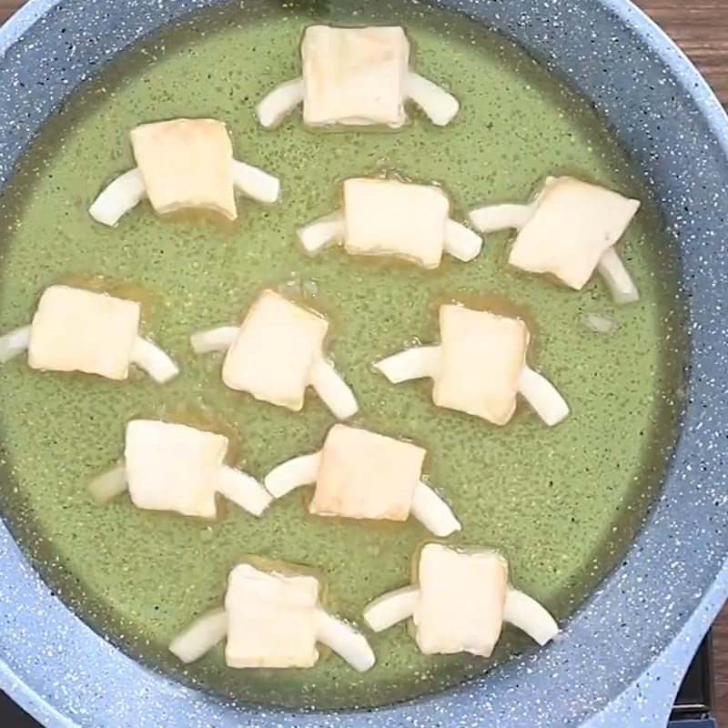 Bước 1 Chiên và taọ hình đậu hũ Sườn xào chua ngọt từ đậu hũ
