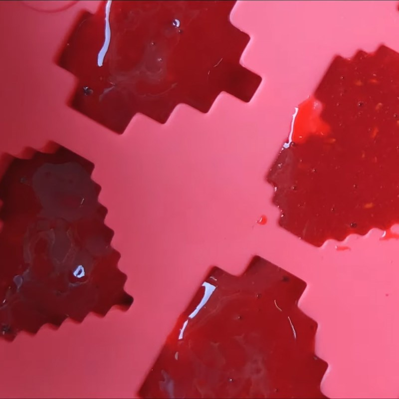 Bước 2 Cho hỗn hợp phúc bồn tử xay ra khuôn Soda phúc bồn tử (quả mâm xôi) xay