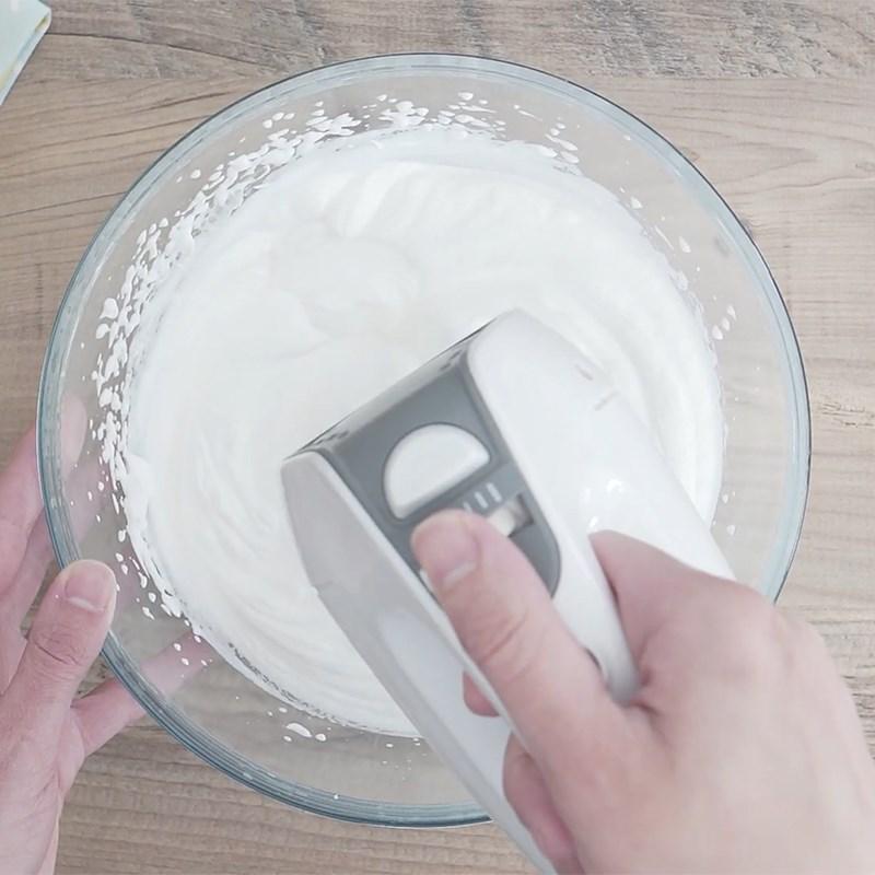 Bước 1 Đánh bông whipping cream Kem chuối nutella