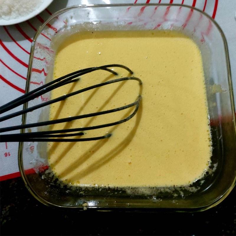 Bước 2 Đánh hỗn hợp trứng đường Bánh mì nhân trứng sữa (Custard)