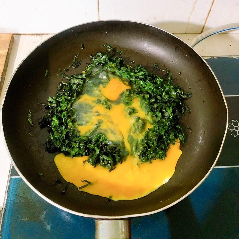 Bước 2 Làm lá lốt xào trứng Lá lốt xào trứng