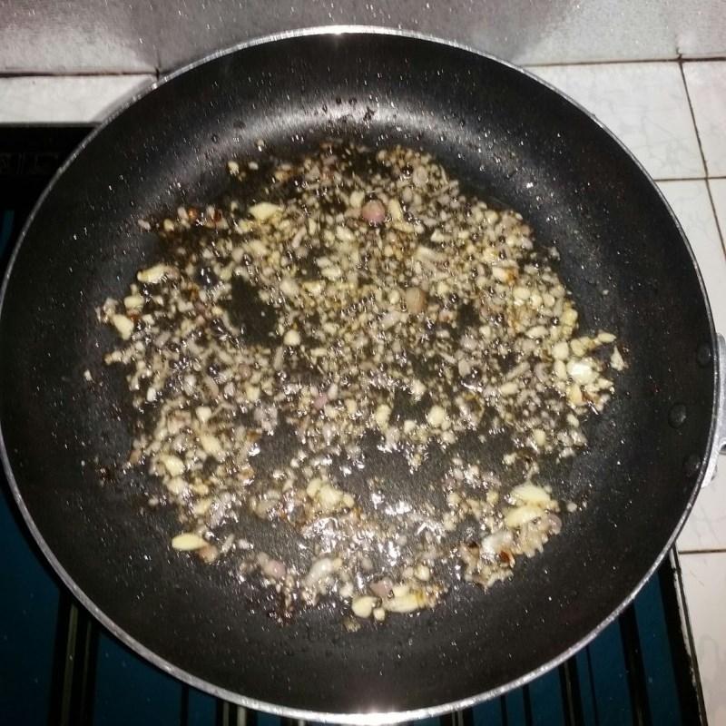 Bước 3 Làm lườn cá sốt cà Lườn cá thu chiên sốt cà chua