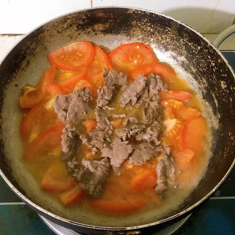 Bước 2 Làm thịt bò xào cà chua Thịt bò xào cà chua