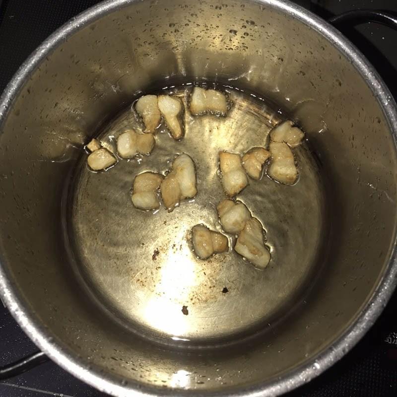 Bước 3 Làm tóp mỡ Cá cơm kho cay