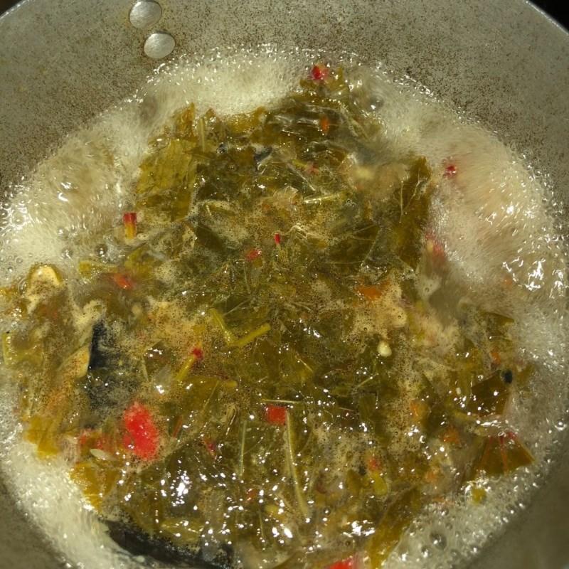 Bước 3 Nấu canh lá rau chua cá trê Canh lá rau chua cá trê
