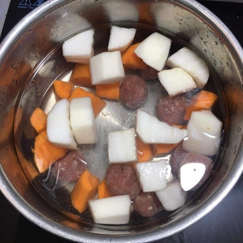 Bước 3 Nấu canh thịt viên rau củ Canh thịt viên rau củ