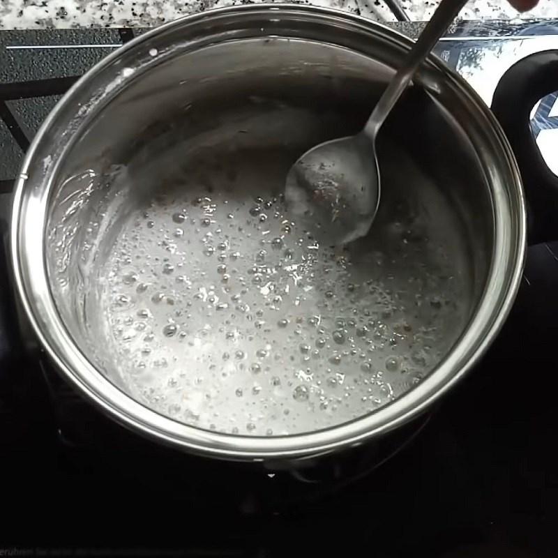 Bước 3 Nấu nước đường và hoàn thành Khoai mì chiên