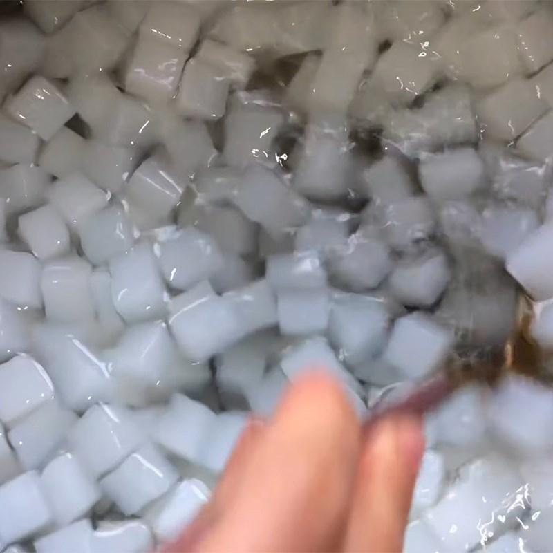 Bước 5 Nấu thạch dừa với nước vải Thạch dừa thô