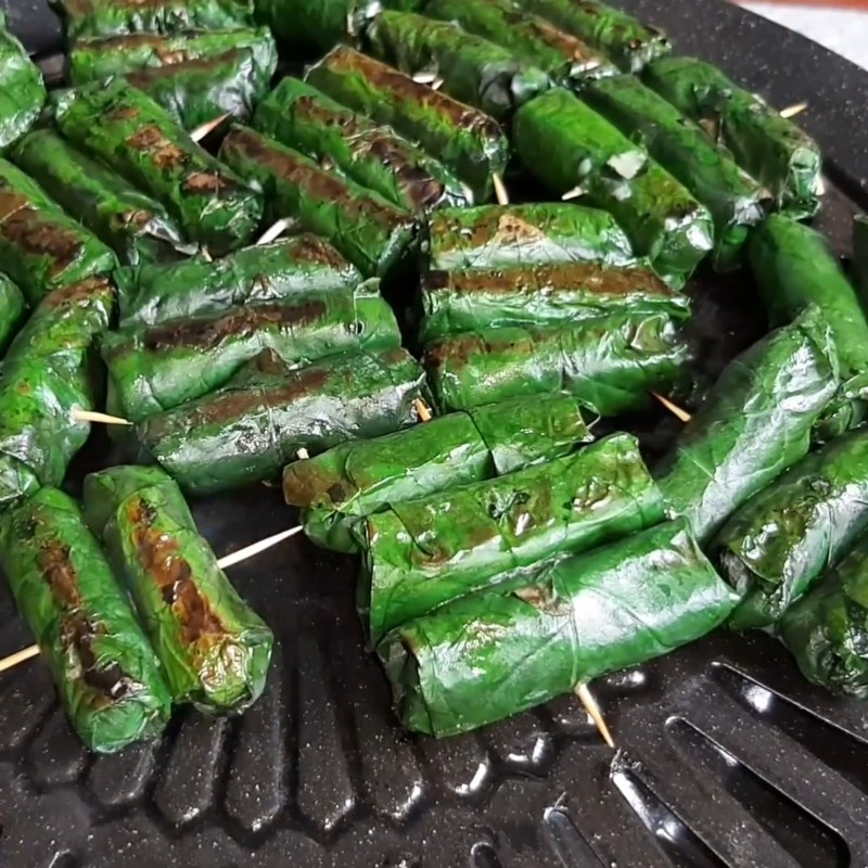 Bước 6 Nướng chả ếch Chả ếch cuộn lá lốt nướng
