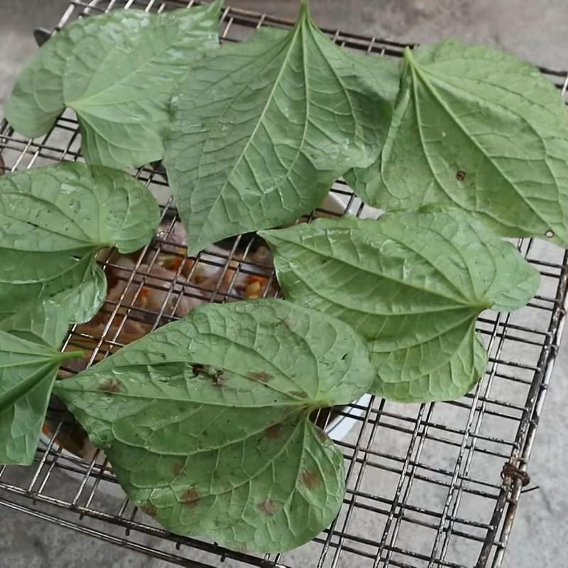 Bước 3 Nướng ếch Ếch nướng lá lốt nguyên con