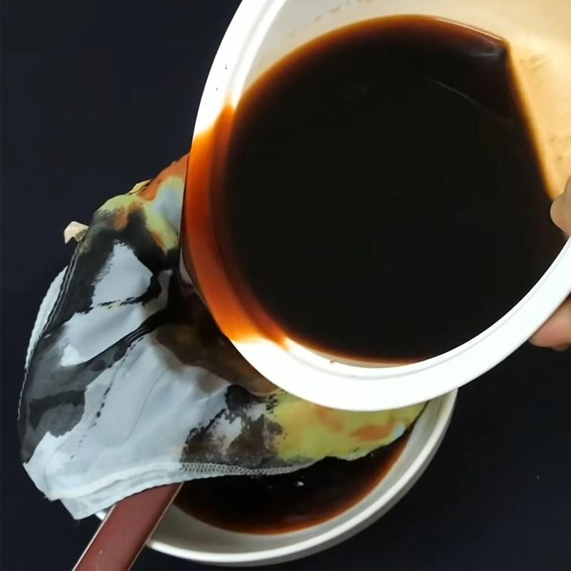 Bước 1 Pha trà, lọc trà Rau câu trà sữa