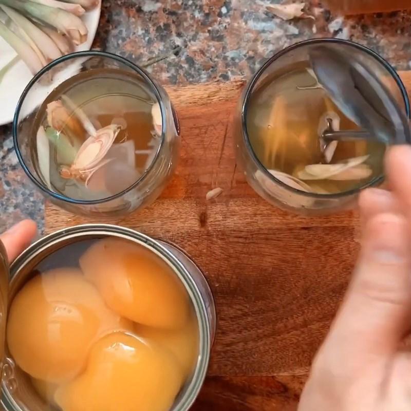 Bước 3 Pha trà sả với tắc và nước đào ngâm Trà đào sả tắc