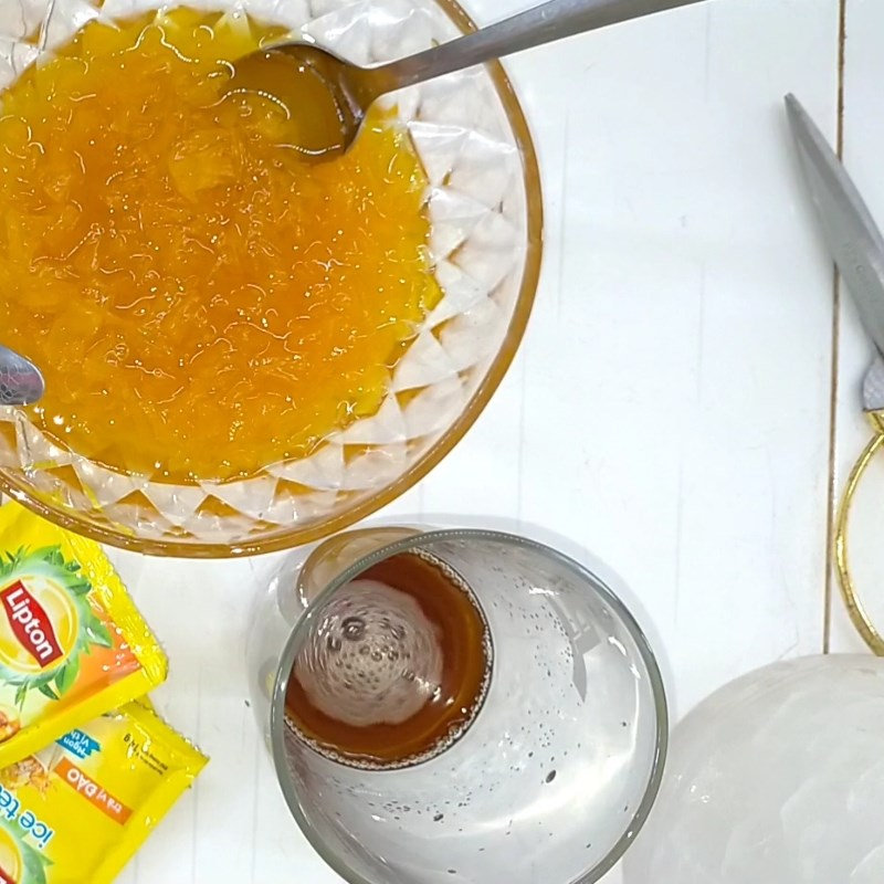 Bước 3 Pha trà và hoàn thành Trà đào dầm