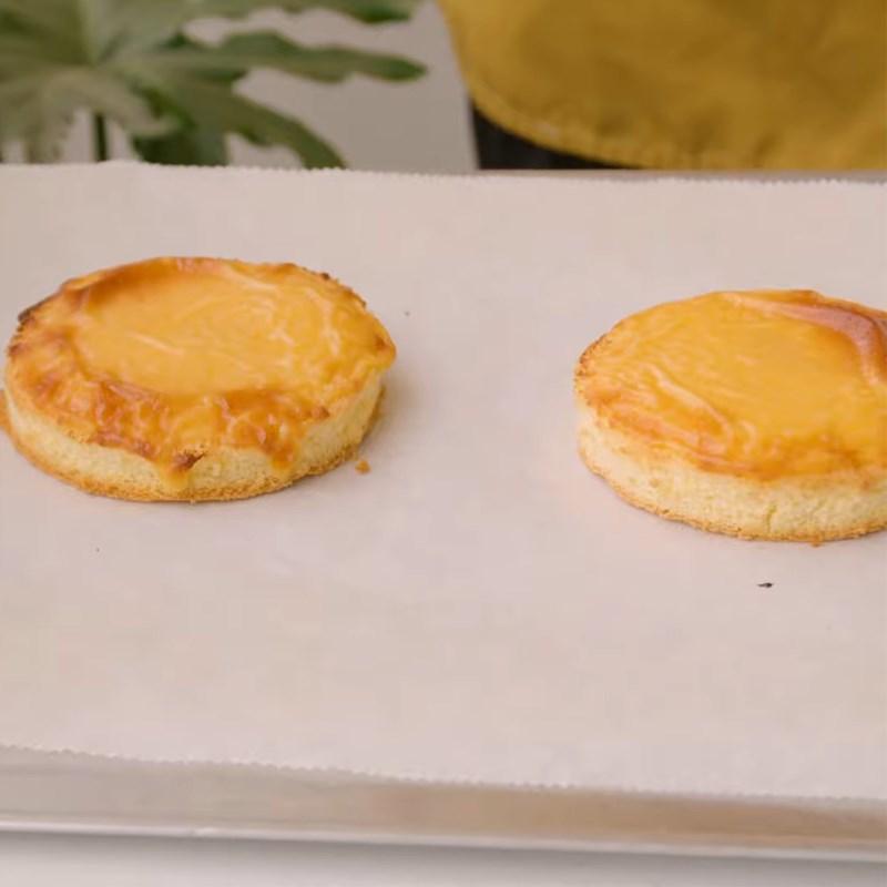 Bước 3 Phết bánh và nướng lần 1 Bánh bông lan kim sa phô mai