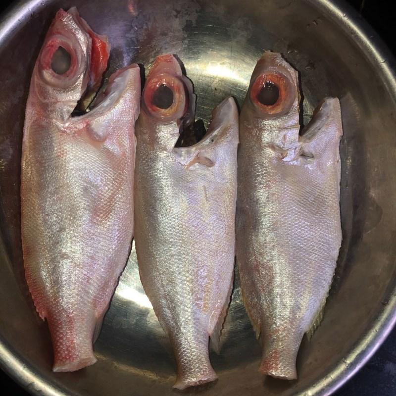 Bước 1 Sơ chế cá bã trầu Cá bã trầu nấu canh chua